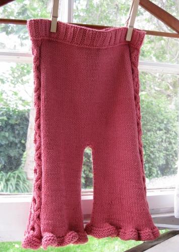 Juju au Lait knitting pattern by Kendra Nitta @missknitta, available on Ravelry